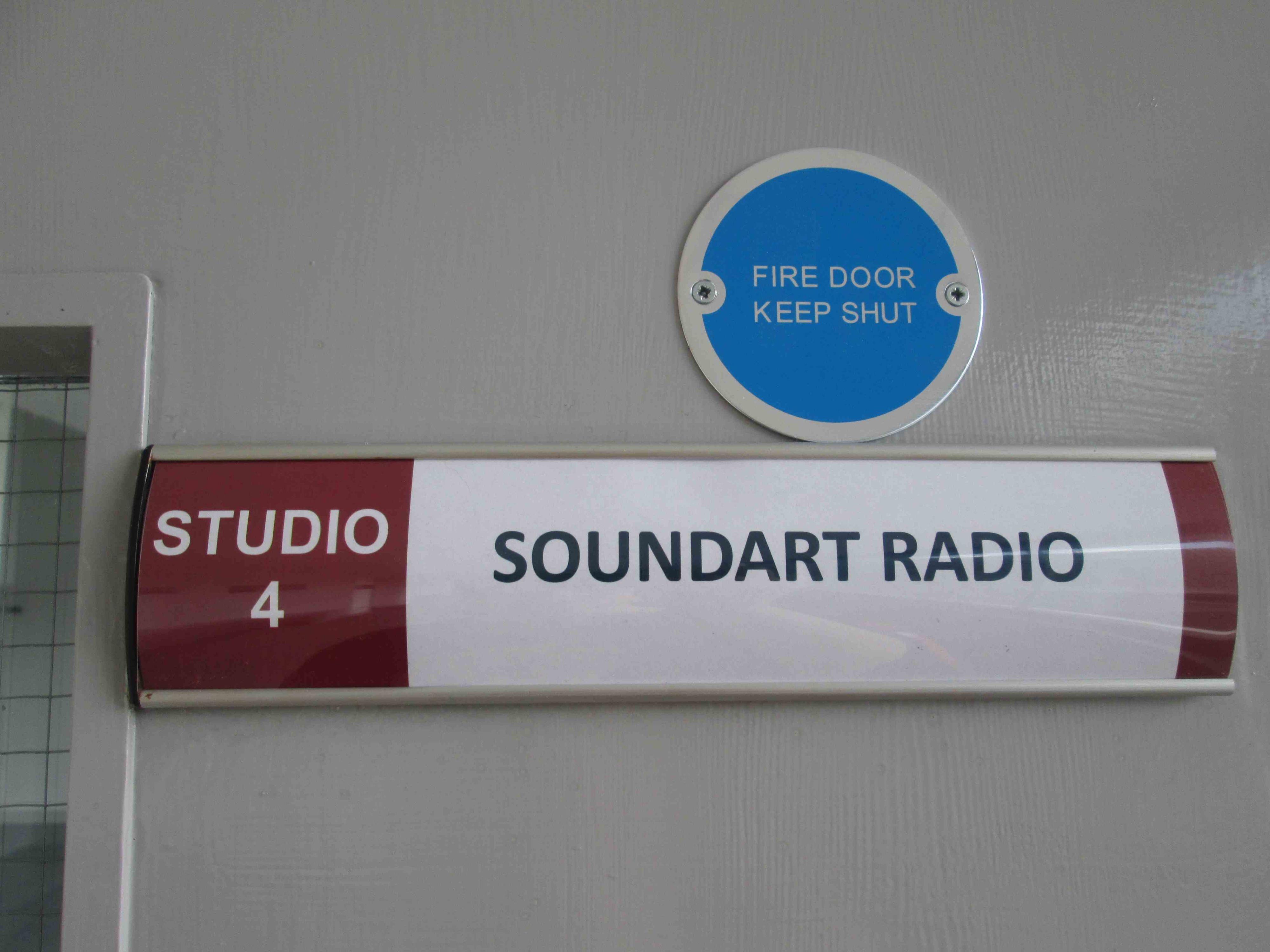 Soundart Radio 102.5 FM :